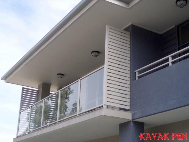 Cam kupeste 13 vetroli for Divisori per terrazzi